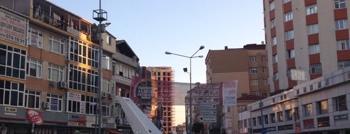 Küçükbakkalköy Meydanı is one of Tempat yang Disimpan Sibel.