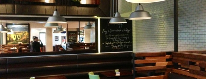 Fiddlesticks Restaurant & Bar is one of Chc.