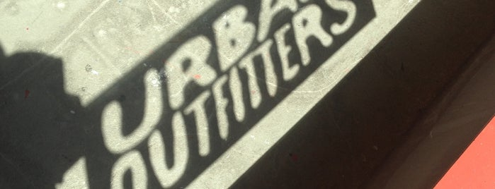 Urban Outfitters is one of Orte, die Alberto J S gefallen.