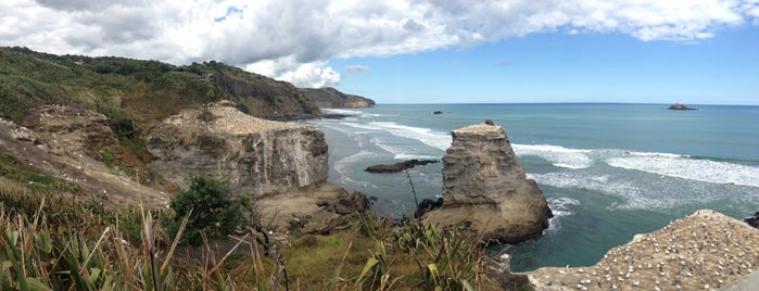 Muriwai Beach is one of Tempat yang Disukai Tom.