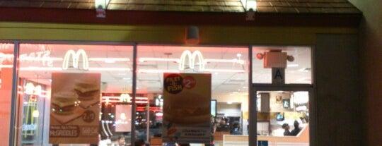 McDonald's is one of สถานที่ที่ Mei ถูกใจ.