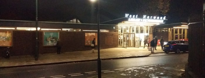 West Norwood Library And Picturehouse is one of Carlさんのお気に入りスポット.