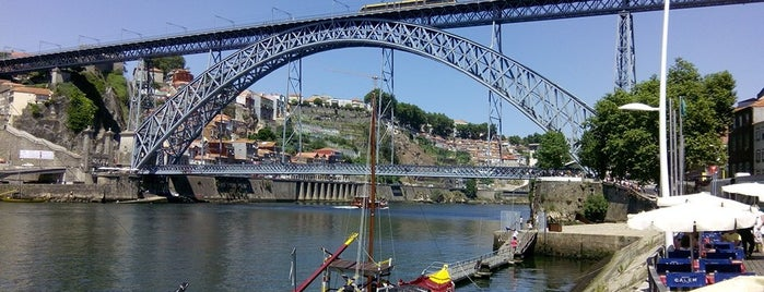 Ponte Dom Luís I is one of Porto Moderna.