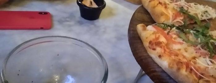 La Pasteria is one of Locais curtidos por Fernanda.