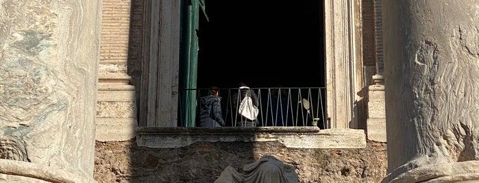 Templio de Antonino e Faustina is one of Martaさんのお気に入りスポット.
