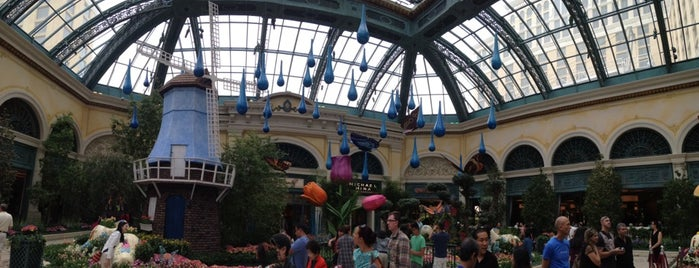 Butterfly House at Bellagio Gardens is one of สถานที่ที่ KEPRC ถูกใจ.