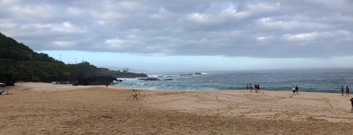 Waimea Beach Park is one of Orte, die Aptraveler gefallen.