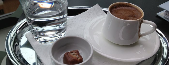 More Cafe is one of Locais curtidos por Eşer.