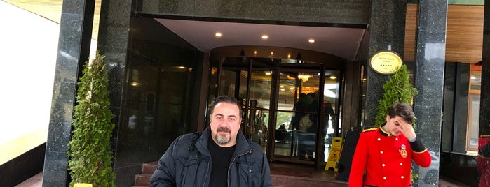 Büyük Abant Oteli Lobby Bar is one of Barış'ın Beğendiği Mekanlar.