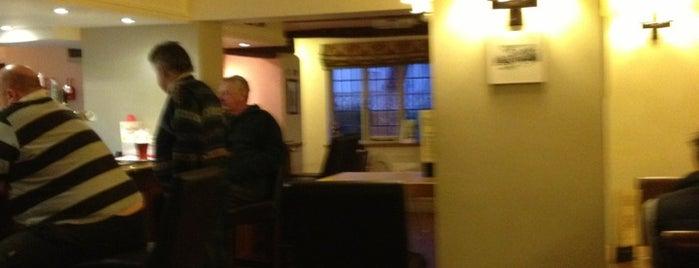 The Hinds Head Pub is one of Locais curtidos por Leonard.