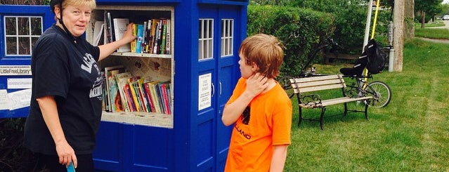 Tardis Little Library is one of Lugares guardados de Rich.