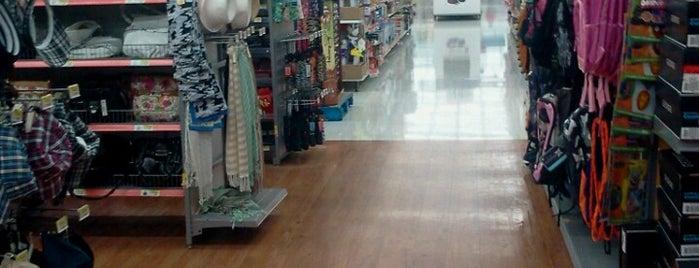 Walmart is one of Daron'un Beğendiği Mekanlar.