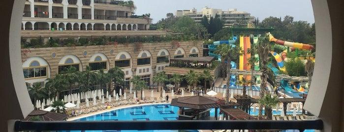 Crystal Sunset Luxury Resort & Spa is one of Posti che sono piaciuti a Vika.
