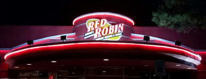 Red Robin Gourmet Burgers and Brews is one of Gespeicherte Orte von Lizzie.