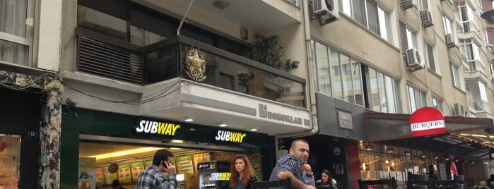 Subway is one of Alsancak takılcak mekanlar.