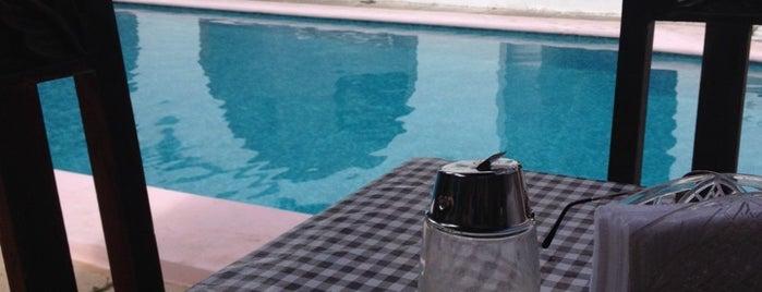 Hotel San Clemente is one of สถานที่ที่ Yazbek ถูกใจ.