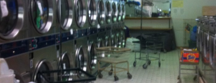 Waverly Wu Laundromat is one of Kellen's Welcome to Bed-Stuy list.