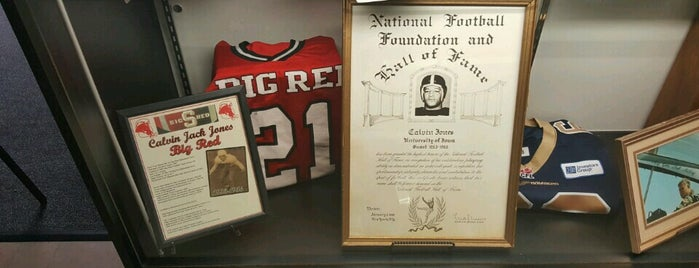Lou Holtz Upper Ohio Valley Hall of Fame is one of Orte, die Jim gefallen.