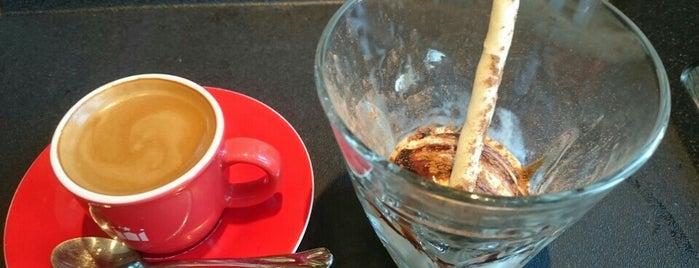 hollys coffee is one of Sonia : понравившиеся места.