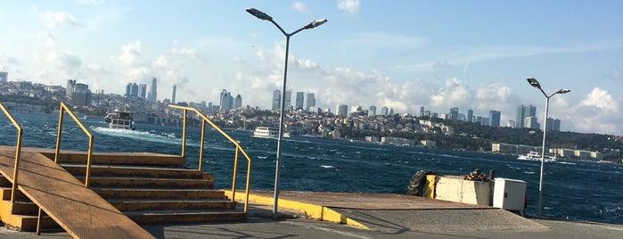 Üsküdar İskele Meydanı is one of Samet'in Beğendiği Mekanlar.