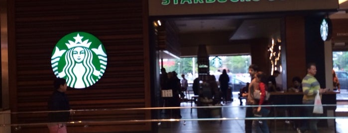 Starbucks is one of Locais curtidos por Alê.