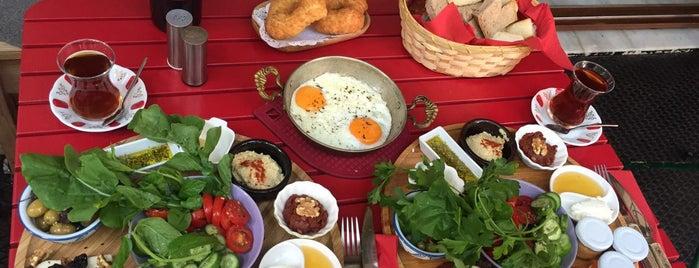 Böcek Cafe is one of Locais curtidos por Tansel.