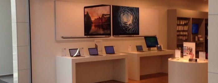 Loom Apple Store is one of İzmir'deki teknoloji mağazaları.