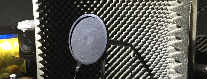 SoundTech is one of Aquí Se debería Poder Rayar las Paredes.