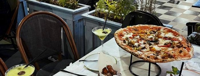 L'Antica Pizzeria da Michele is one of Lina 님이 저장한 장소.