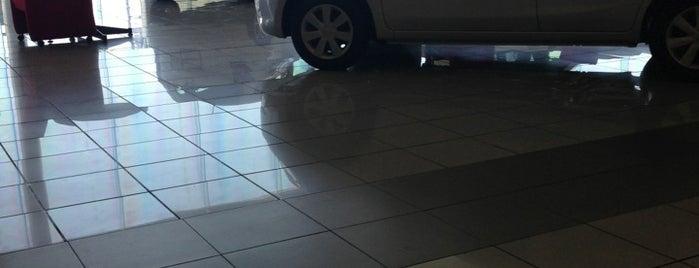 Nissan is one of สถานที่ที่ Gabriel ถูกใจ.