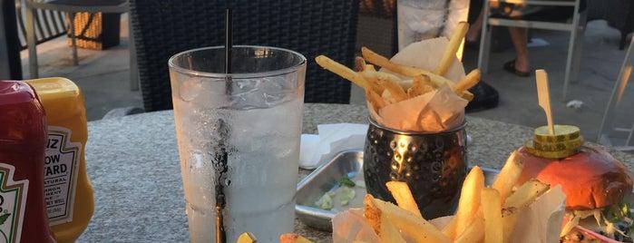 Bar Louie is one of Lieux qui ont plu à Thais.