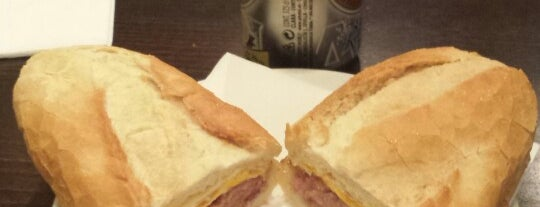 Cafe De Los Artistas is one of Comida.
