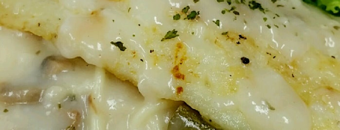 Kaki Lima is one of Micheenli Guide: Nasi Ayam Penyet/Goreng in SG.