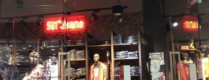 Levi's Store is one of Tempat yang Disimpan Natalia.