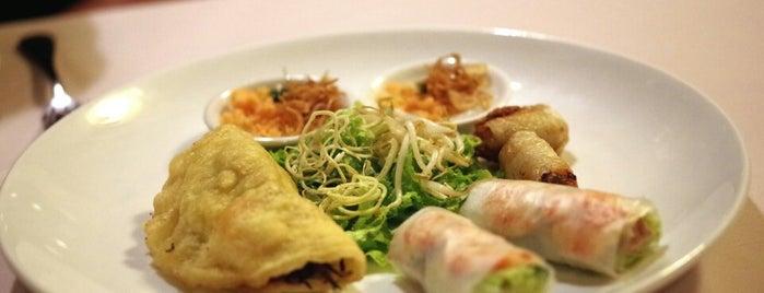 Junrei Restaurant is one of Vietnam/Camboya.