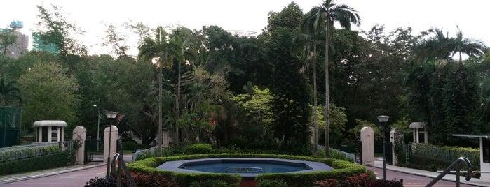 Katong Park Towers is one of StJohn 님이 저장한 장소.