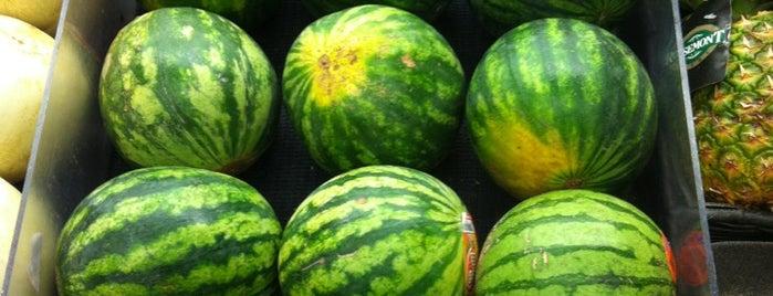 Hannaford Supermarket is one of Aaron : понравившиеся места.