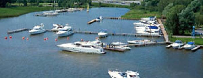 Яхт-клуб «Буревестник» is one of Parks & Outdoor.