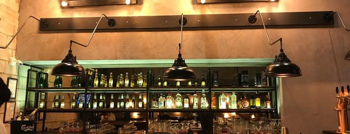 Alexx Pub is one of İzmir.