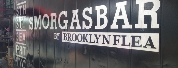 Smorgasbar @ Seaport Smorgasburg is one of NYC: FiDi Luncher.