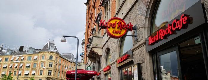 Hard Rock Cafe Copenhagen is one of Lugares favoritos de Helena.