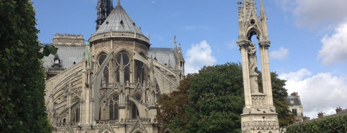 Square Jean XXIII is one of My Paris.