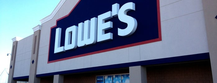 Lowe's Home Improvement is one of Lugares favoritos de Ray L..