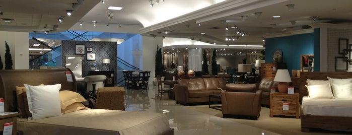 Macy's Mens & Furniture is one of Orte, die Chris gefallen.