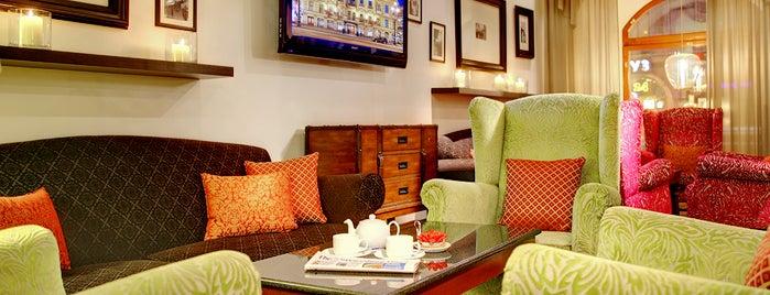 Radisson Royal Hotel is one of Orte, die Anastasia gefallen.