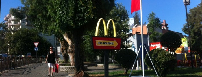 McDonald's is one of Posti che sono piaciuti a ✨💫GöZde💫✨.