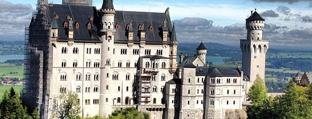 Schloss Neuschwanstein is one of Locais curtidos por Fatih.