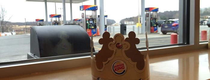 Burger King is one of Locais curtidos por Brian.