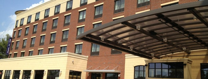 Hampton Inn & Suites Chapel Hill-Carrboro/Downtown is one of Lieux qui ont plu à Jstar.