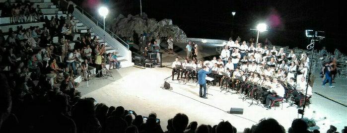 Ανοιχτό Θέατρο Παραλίου Άστρους «Μελίνα Μερκούρη» is one of Locais curtidos por maria.